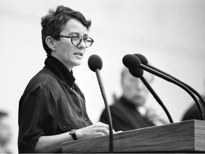 1989 wurde Anne Klein Senatorin für Jugend, Frauen und Familie des Landes Berlin1989 wurde Anne Klein Senatorin für Jugend, Frauen und Familie des Landes Berlin