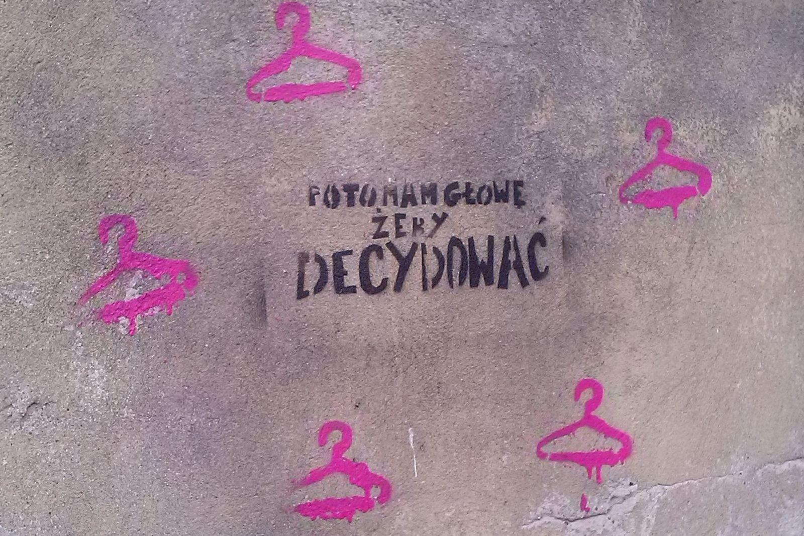 """Graffiti gegen das Abtreibungsverbot in Łódź: """"po to mam głowę żeby decydować"""" - """"Dafür habe ich einen Kopf: um zu entscheiden"""""""